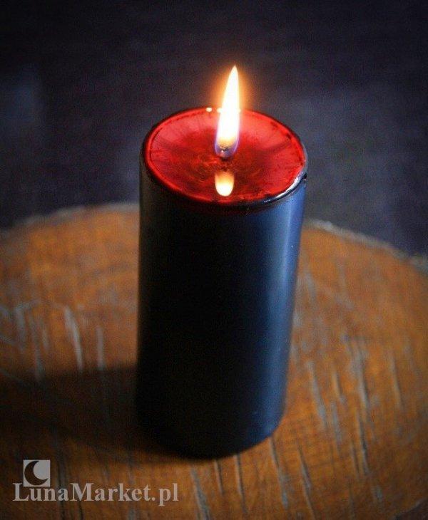 czarna świeca, wewnątrz czerwona - walec o wysokości 12 cm