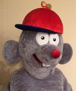 Głowa chodzącej maskotki - Szczurek Chłopiec