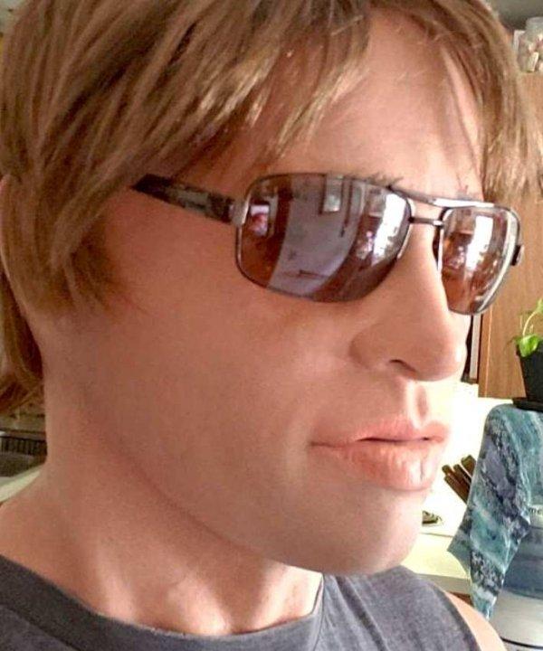 Maska Brad w stylizacji Hollywood