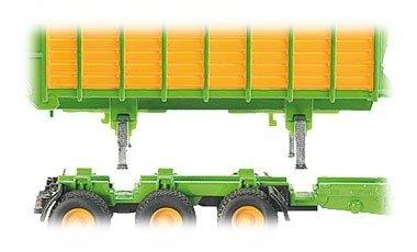 Traktor z naczepą, przyczepą i cysterną