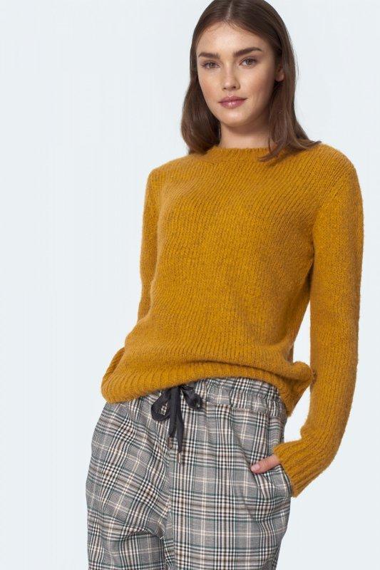 Klasyczny musztardowy sweter SW07 Musztard - Nife
