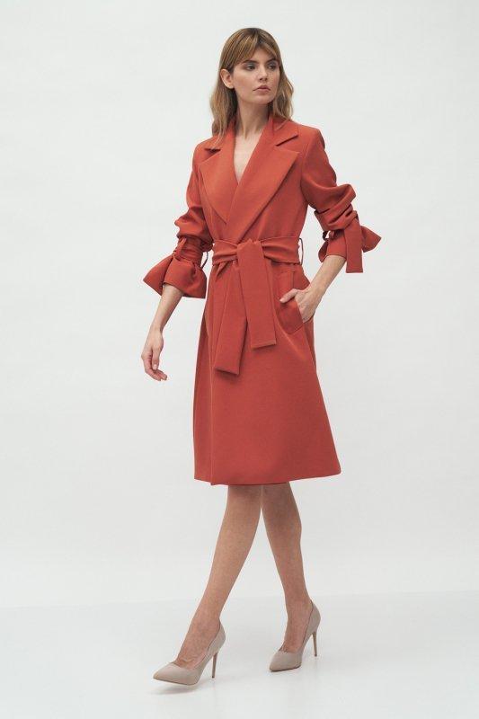 Mahoniowy płaszcz z wiązanymi rękawami PL13 Mahoń - Nife