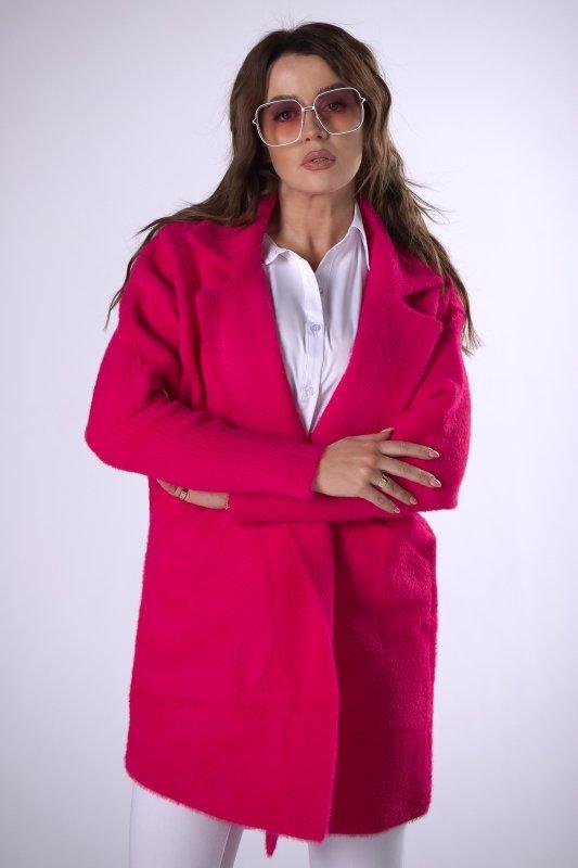 futerkowy płaszcz ze zwężanymi rękawami
