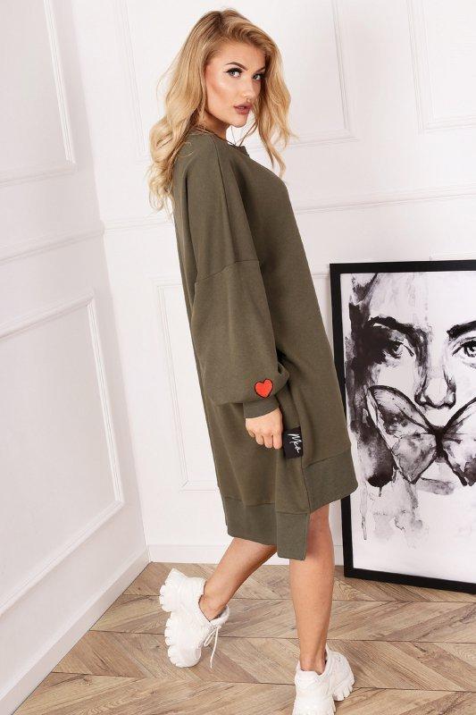 dresowa sukienka z bufiastymi rękawami
