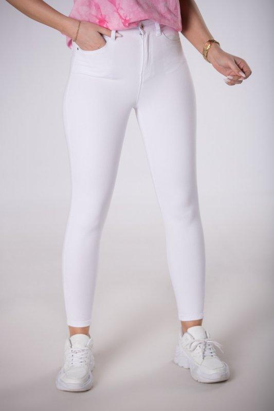 elastyczne jeansy typu slim