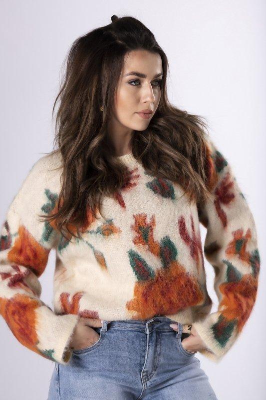 oversize'owy sweter z florystycznym motywem