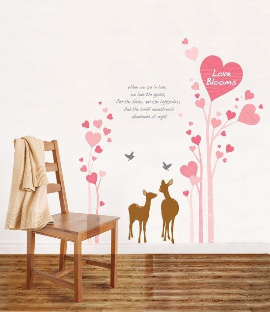 Drzewo miłości z sercami
