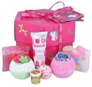 Bomb cosmetics - Stick with Me Gift Box zestaw kosmetyków Musująca Kula do kąpieli 3szt + Mydło Glicerynowe 2szt + Krem do rąk + Balsam do ust 1szt