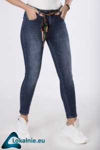 jeansy z materiałowym paskiem