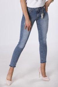 jeansy z brelokiem