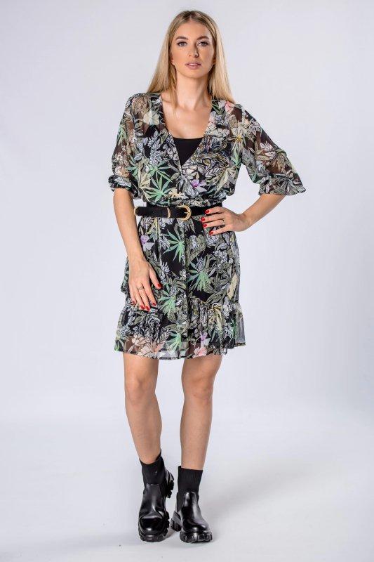 tiulowa sukienka z kopertowym dekoltem i falbanami