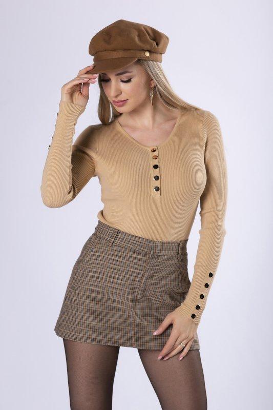 prążkowana bluzka z guzikami na biuście