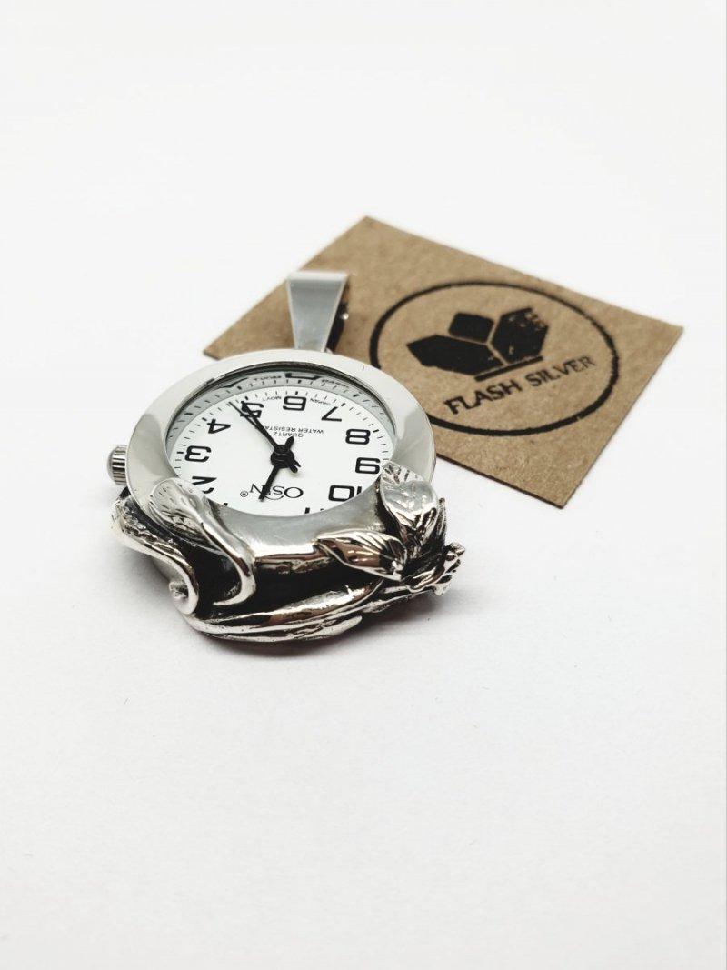 zdobiony zegarek ze srebra
