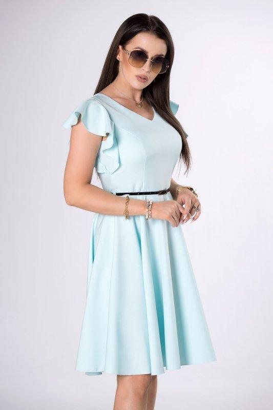 rozkloszowana sukienka z paskiem