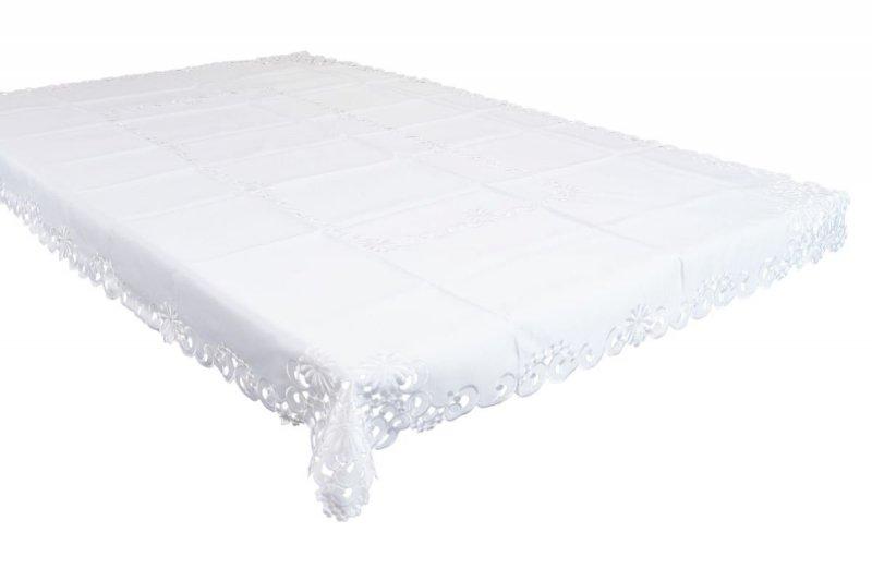 Obrus haftowany rozmiar 150x220 wzór biały (213)
