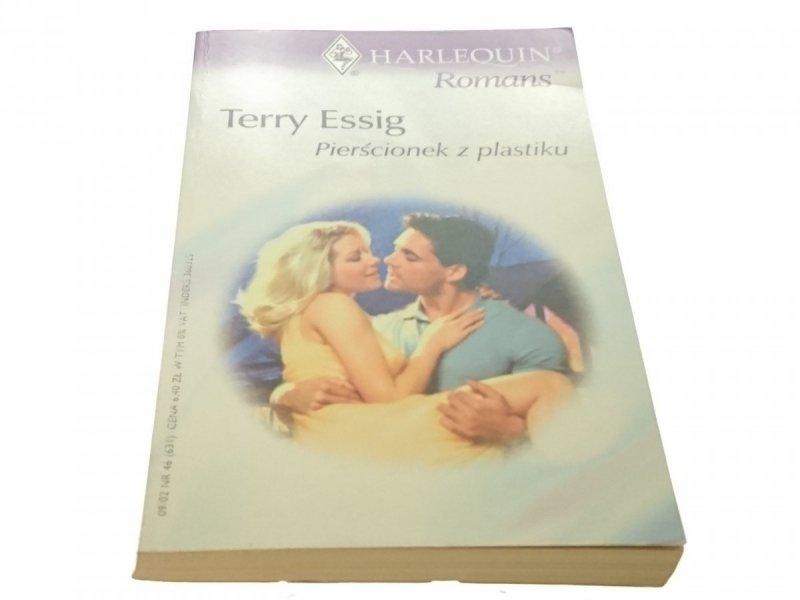 PIERŚCIONEK Z PLASTIKU - Terry Essig (2002)