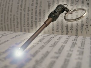 Różdżka Harrego Pottera - Świecący brelok do kluczy
