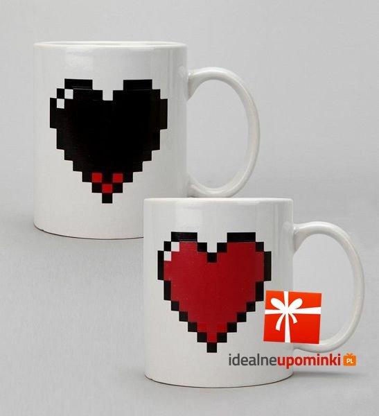 Kubek pikselowe serce - zmieniający kolor