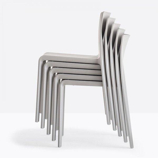 Krzesła mozna sztaplowac po 10 sztuk