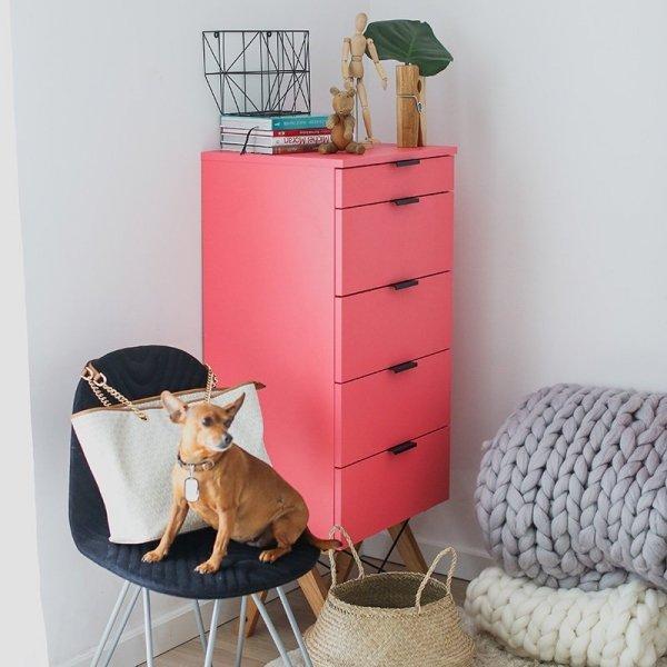 Komoda w formie szufladnika Tallboy Minko w kolorze Różowym
