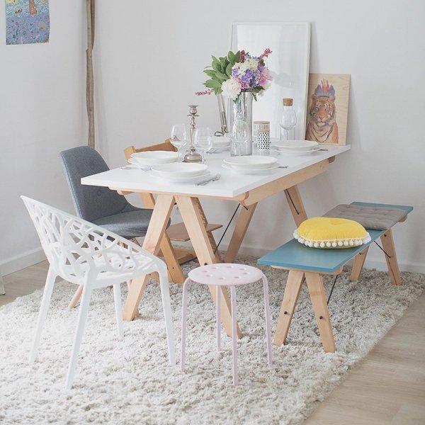 Minimalistyczny stół rozkładany w duchu scandi, idealny do jadalni lub kuchni
