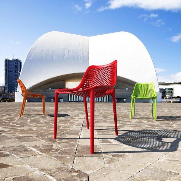 Designerskie krzesło Air wykonane jest z polipropylenu wzmacnianego włóknem szklanym,