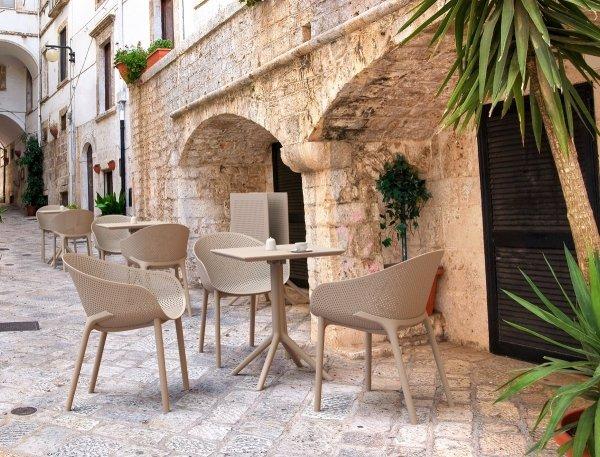 wygodne krzesło SKY Siesta z tworzywa do twojej kawiarni