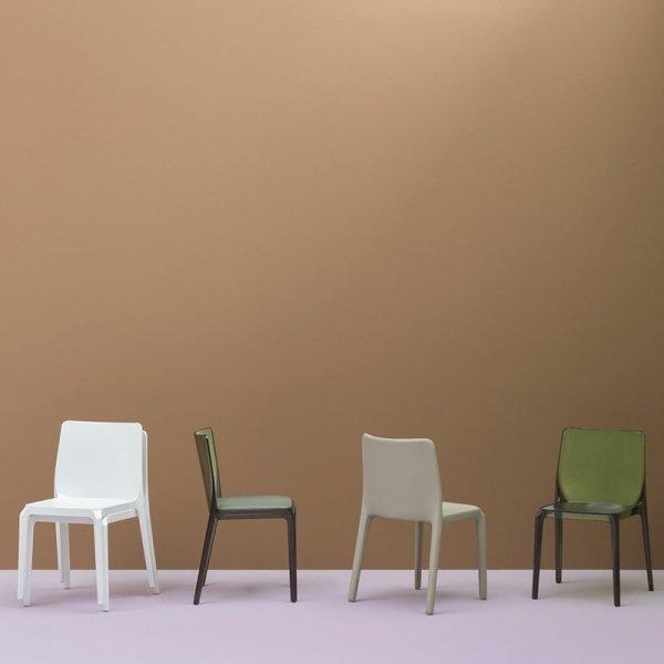 Stylowe krzesła do kawiarni tapicerowane Pedrali