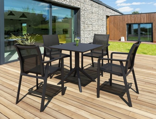 Stolik SKY Table 80 oraz krzesła Sky na taras
