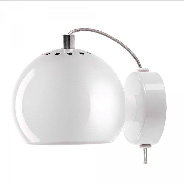 lampa ścienna Ball Wall w kolorze biały połysk marki Frandsen