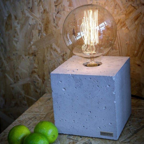 Designerska lampka betonowa Edison Cube