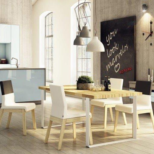 Duży Stół Dablin z naturalnym dębowym blatem idealny do nowoczesnych wnętrz