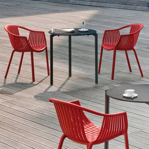 Krzesła Pedrali Tatami 306 to idealne krzesła na zewnątrz
