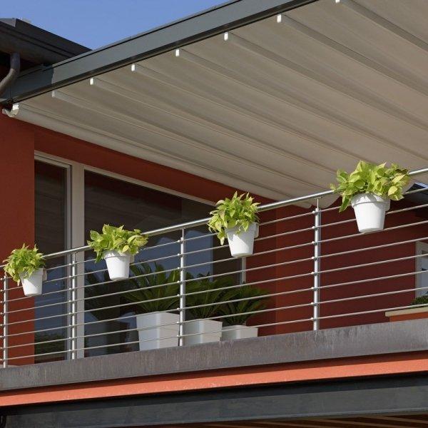 Designerska doniczka na balkon ze zbiornikiem na wodę
