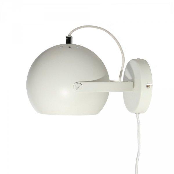 Lampa ścienna ball wall z włącznikiem umieszonym na przewodzie w kolorze białym