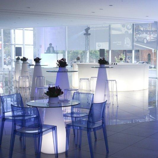 Break Bar może stać się futurystycznym stanowiskiem recepcji, klasycznym barem do serwowania napojów w klubach, restauracjach, salach weselnych, bądź  na basenie.