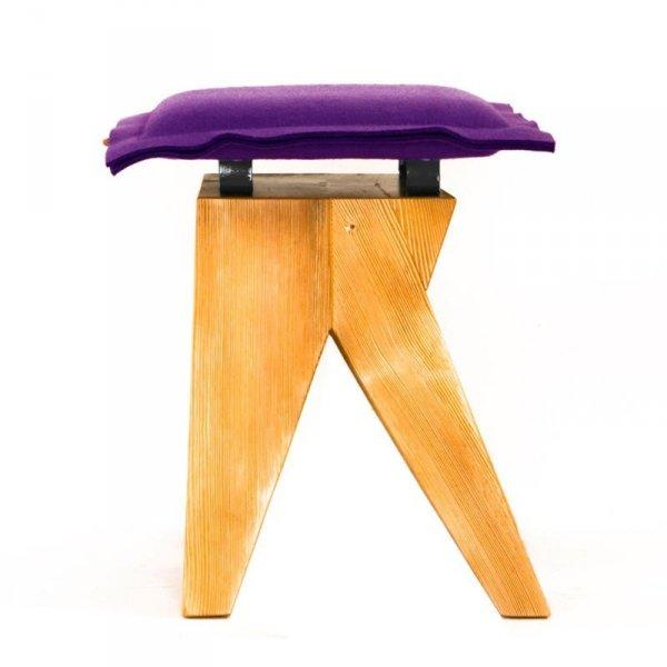 Stołek drewniany Low fioletowy Gie El