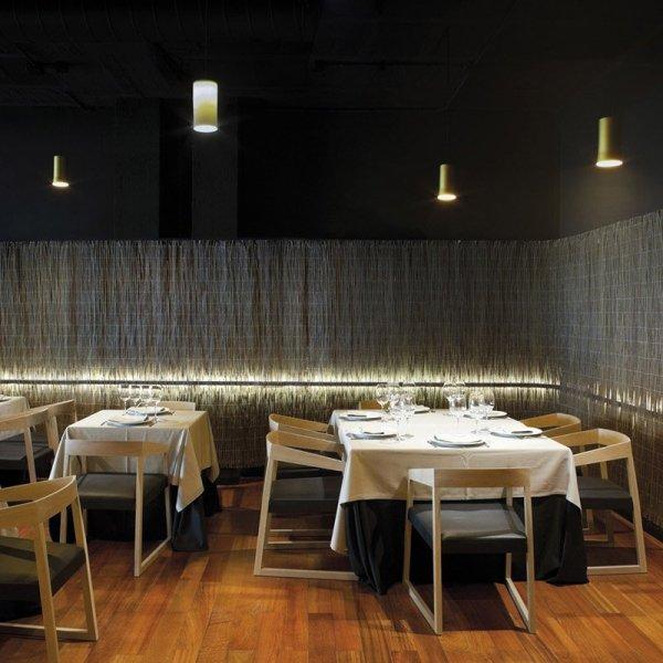 Drewniany fotel tapicerowany do restauracji Pedrali Sign 455