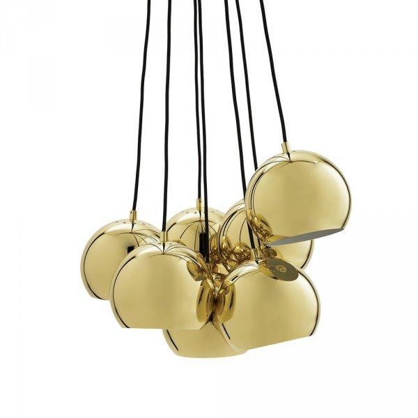 Wisząca lampa złożona z 7 kulistych kloszy o sr. 18cm w połyskującym kolorze mosiądzu stanowi swietne uzupełnienie Twojego minimalistycznego wnętrza