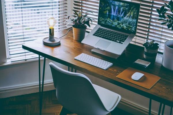 Żaluzje drewniane do biura