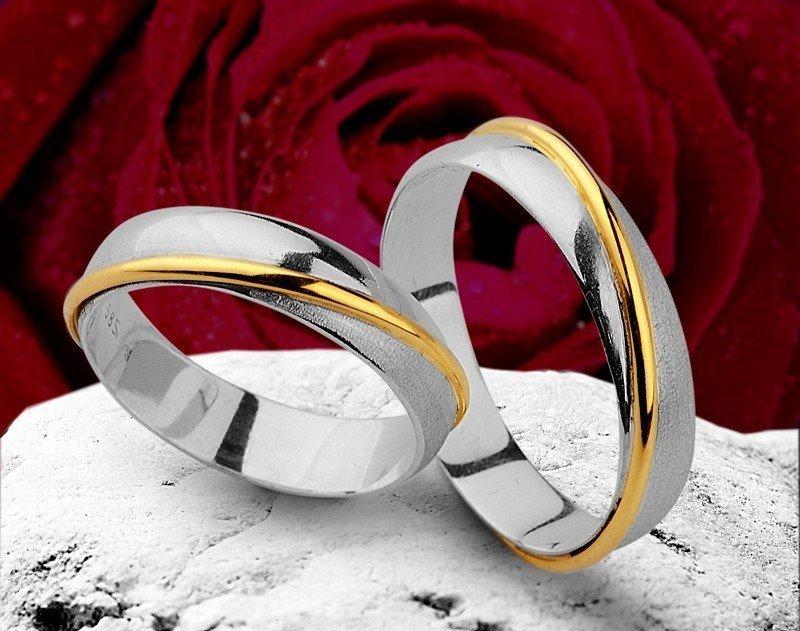Obrączki srebrno-złote półokrągłe ze złotym paskiem