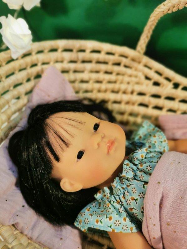 Olimi, muślinowa pościel dla lalki, rozgwieżdżone niebo na zgaszonym różu