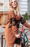 Kramelowa sukienka z koronką NU260-1