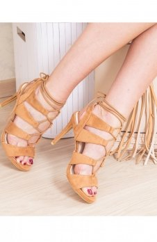 Karmelowe sznurowane sandały