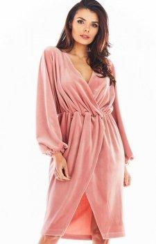 Welurowa sukienka kopertowa midi różowa A406