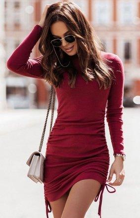 Dopasowana mini sukienka bordowa Nastia