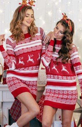 Sweterkowa sukienka w świąteczny wzór czerwony F857
