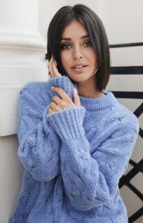 Ciepły swetr z warkoczowym splotem niebieski BK038/2