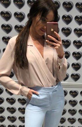 Elegancka przekładana bluzka Lola Fashion beżowa