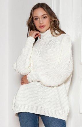 Sweter oversize z golfem ecru SWE148